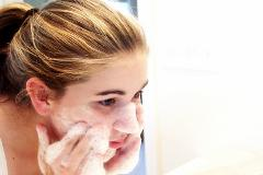 Five Simple Steps to Cleaning Your Face and Helping Stop Acne