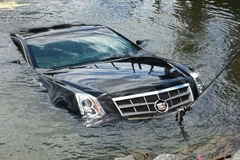 How to Survive If Your Car Plunges into a Lake or Ocean